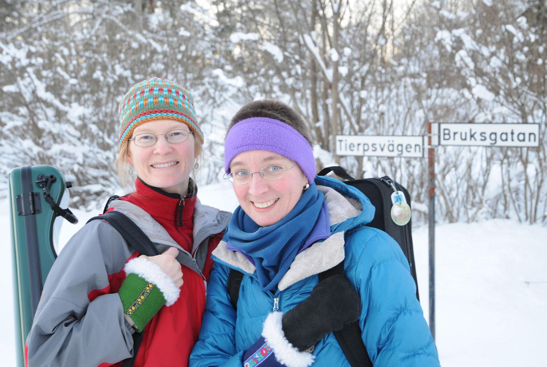 lydia & Andrea winter in Tobo